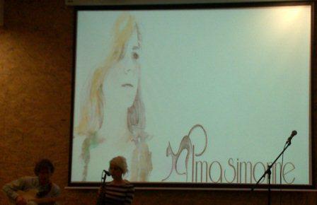 Un moment de l'actuació d'Alma Simonne