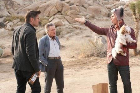 Colin Farrell, Sam Rockwell y Christopher Walken discuten en un fotograma de la película