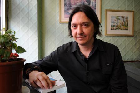 El escritor Santiago Lorenzo, en una imagen promocional