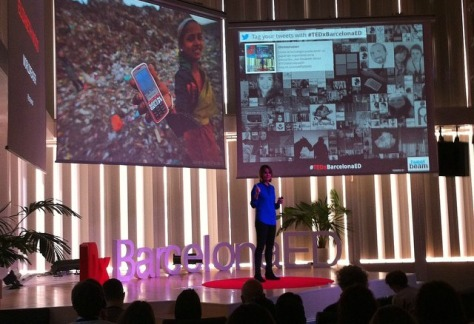 Elizabeth Wood, dirige una empresa social que promueve la alfabetización a través del móvil y libros digitales