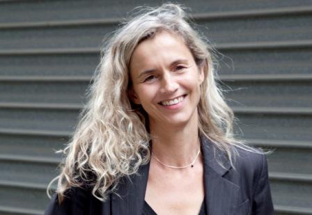 L'escriptora Delphine De Vigan, en una imatge promocional