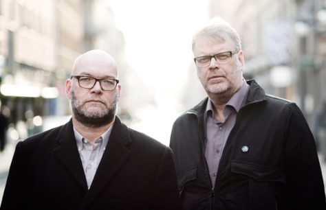 "Los ""padres"" de Sebastian Bergman, Michael Hjorth y Hans Rosenfeldt, en una imagen promocional"