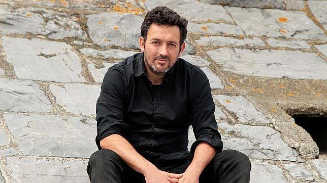 Crítica Literaria El Extraño Verano De Tom Harvey De Mikel Santiago Culturalia